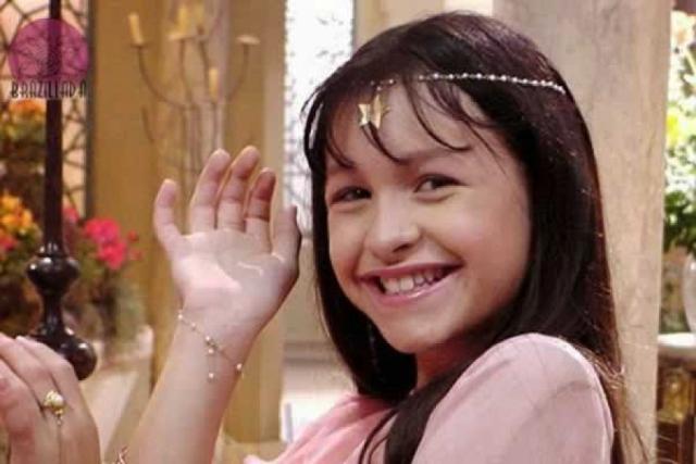 """Карла Диас. А эта девочка свою карьеру начала аж в четыре года, в сериале """"Клон"""", ставшим мега популярным, ей 11."""