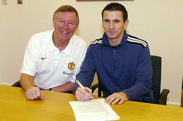 """Играл с """"Манчестер Юнайтед"""", затем перешел в """"Сандерленд"""". Некоторое время провел в сборной Ирландии."""