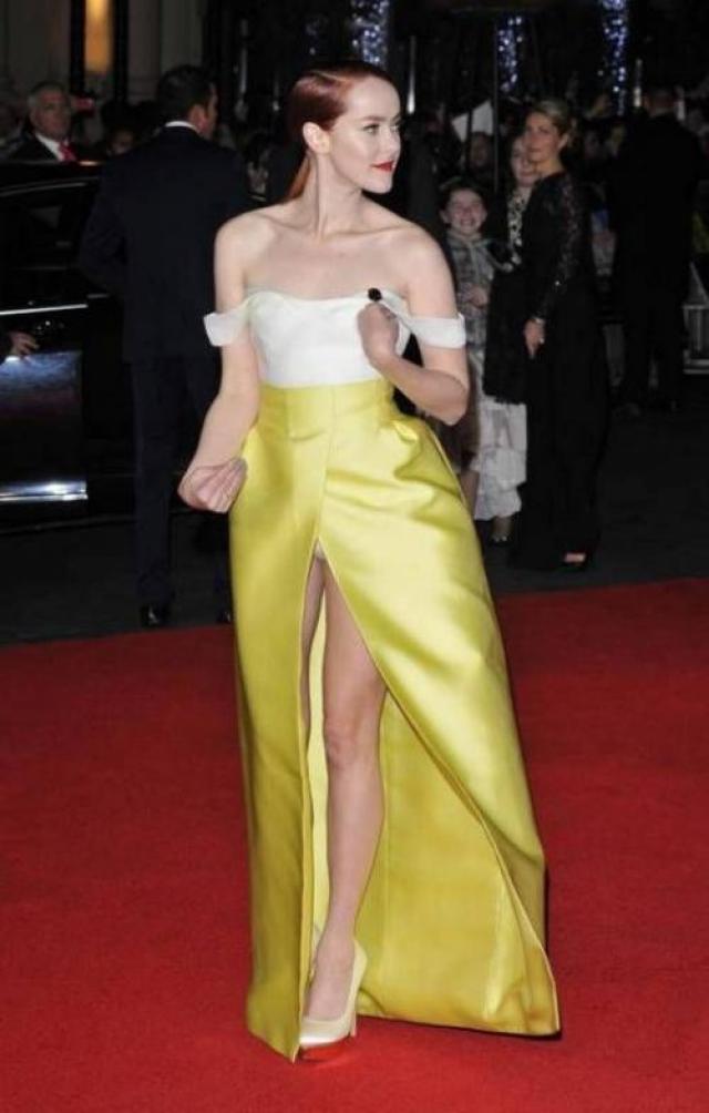 Актриса Джена Мэлоун предпочла надеть для выхода на очередную премьеру вот такое нелепое платье.
