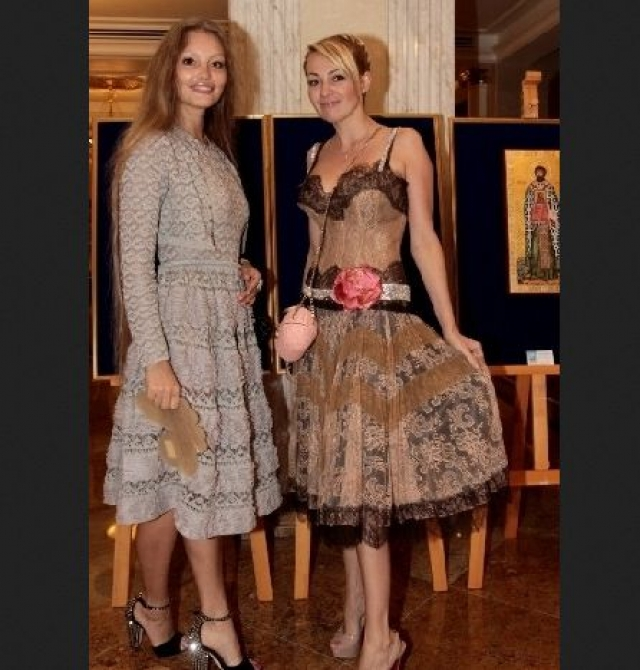 Яна Рудковская обожает рюши, оборочки и цветочные принты.