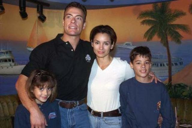 Жан-Клод Ван Дамм. Нынешняя супруга актера, Глэдис Португес выходила за него замуж целых два раза: в 1987 и в 1999 годах.