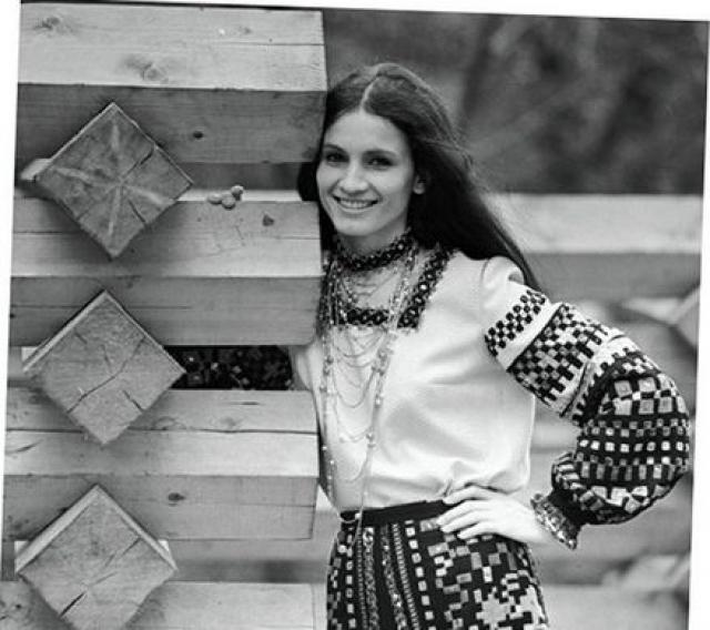 После победы на республиканском конкурсе и окончания школы в 1964 году София твердо решила стать певицей и поступила на дирижерско-хоровое отделение музыкального училища. В том же году она впервые спела на сцене Кремлевского Дворца съездов.