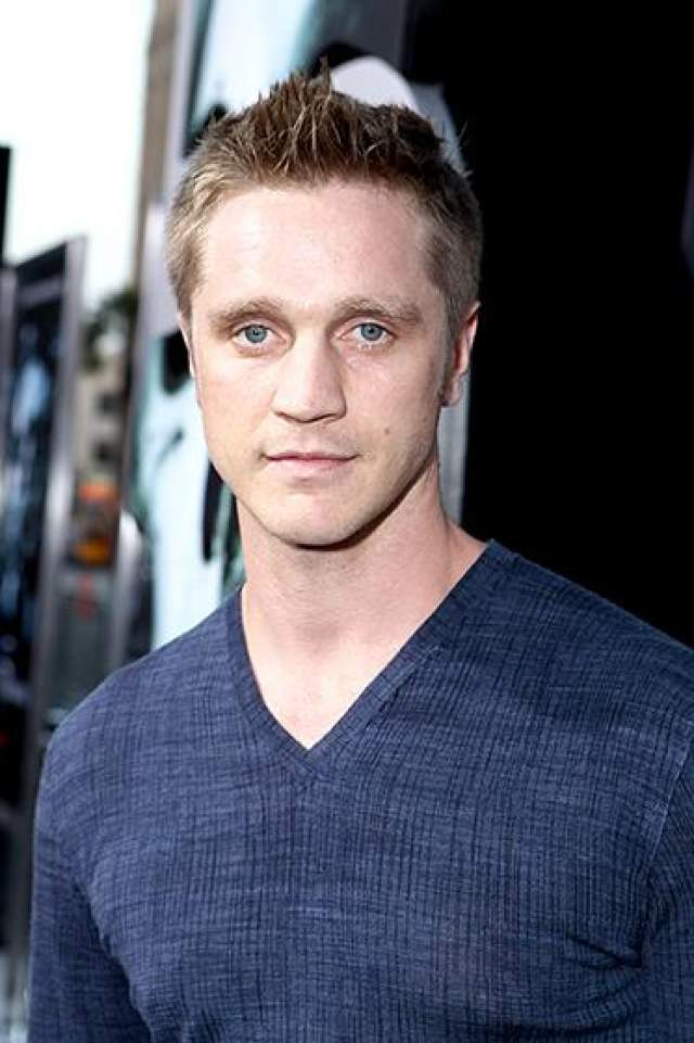 """Сава совсем недавно сыграл Оуэна Эллиота в сериале """"Никита"""", закрытого после четырех сезонов в конце 2013 года. В январе 2014 года, бывший подросток-сердцеед стал отцом."""