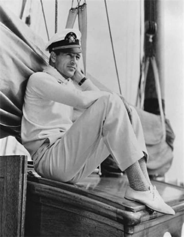 """Гэри Купер. Американский актер, на счету которого сотня фильмов. Дважды обладатель """"Оскара"""": за лучшую мужскую роль и почётный - за общий вклад в развитие американского кино."""