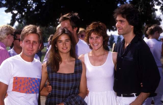 Деми Мур в 1985 году с тогдашним супругом под руку.
