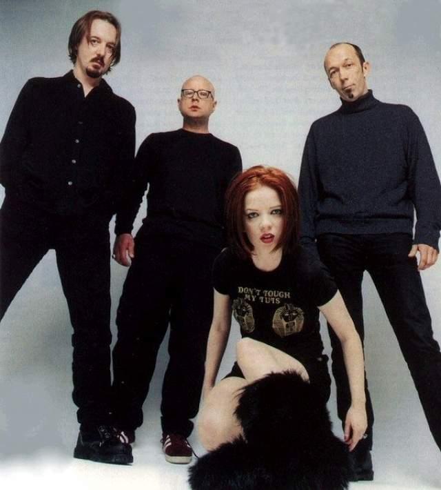 Garbage. Группа под предводительством шотландской певицы Ширли Мэнсон стала известна своим необычным звучанием, выразительным вокалом, а также инновационными средствами обработки звука.