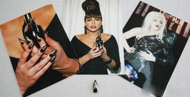Для подтверждения подлинности лота к нему прилагались два фото: на первой Леди Гага находится на презентации своей линии духов с идеальным маникюром, а на второй — поет на сцене без одного ногтя.