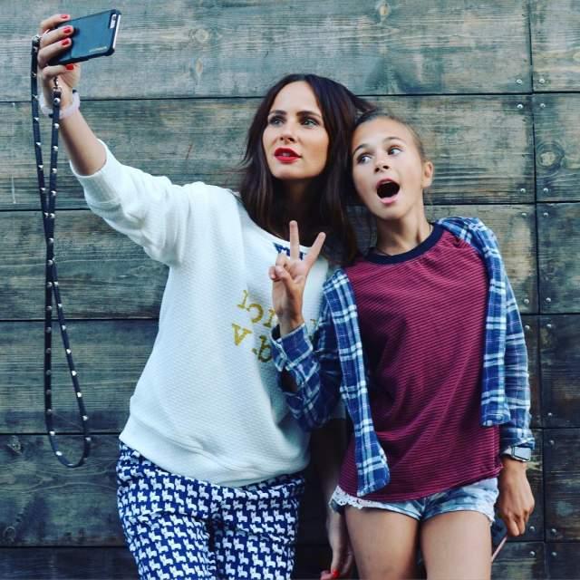 Зверева выступала под именем группы вплоть до 2011 года. Сейчас девушка проживает в Лос-Анджелесе, занимается дизайном и растит троих детей.