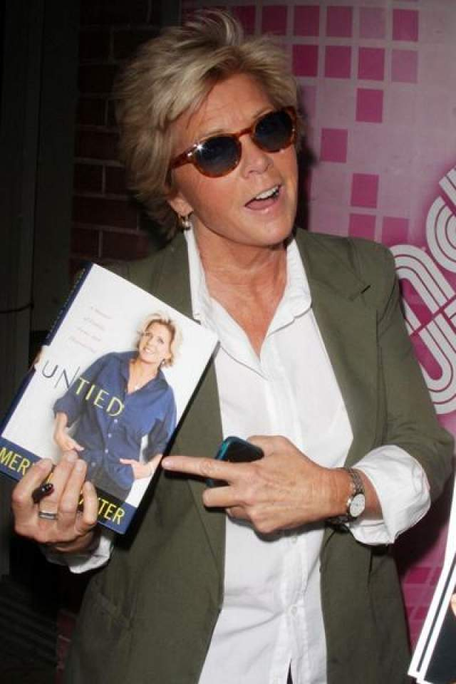 """2 декабря 2009 года актриса и продюсер Мередит Бакстер, трехкратный номинант на премию """"Эмми"""", завила в интервью журналу """"Today"""", что она -лесбиянка."""