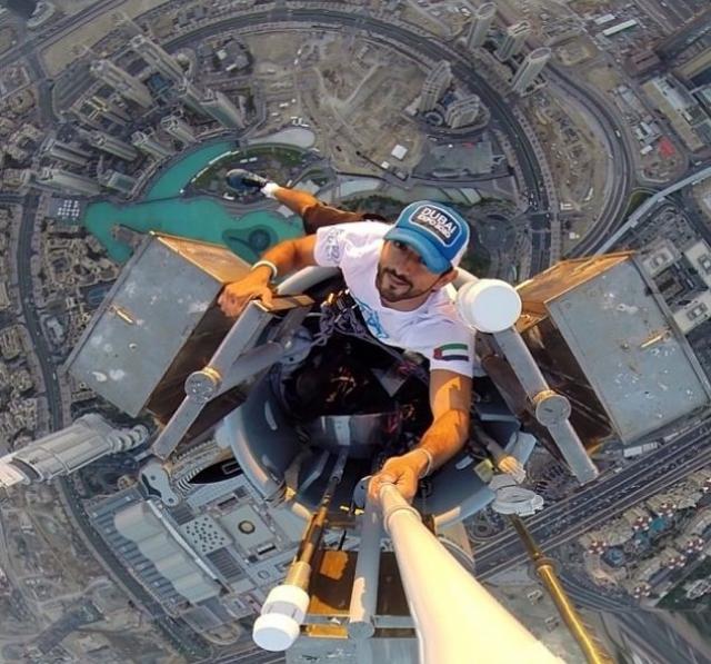 А это наследный принц ОАЭ на вершине Бурдж Калифа.