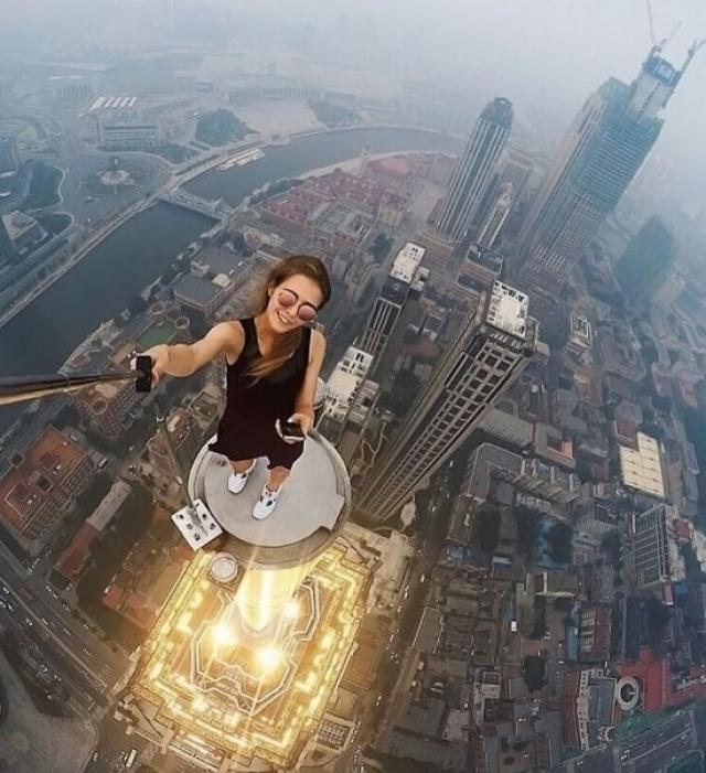 Как дочь циркового артиста, Ангелина не боится высоты, поэтому ее снимки всегда получаются головокружительными.