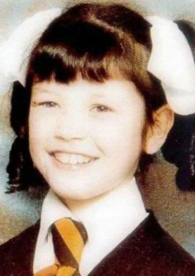 Кэтрин Зета-Джонс. Будущая актриса не отличалась привлекательной внешностью, а была курносой девчушкой с большими зубами.