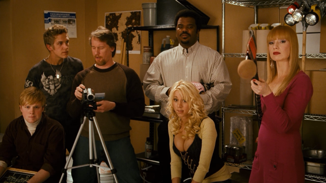 """Далее была роль в популярном комедийном сериале """"Красавцы"""". А уже в 2008 году режиссер Кевин Смит снимает Кэти в своем нашумевшем кинофильме """"Зак и Мири снимают порно"""", после успеха которого актриса завершила карьеру в порноиндустрии и стала """"набирать вес"""" в большом кино."""