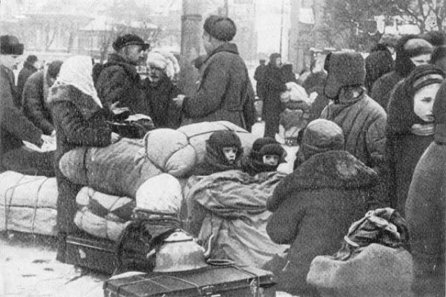 """...Оказалось, что в Ленинграде во время блокады ее мать зарубила сына и наделала котлет. При этом мать пригрозила Нине, что если она не будет есть котлеты, то ее постигнет та же участь."""""""