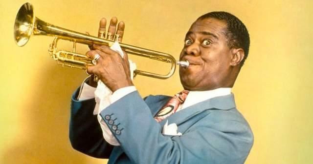 Луи Армстронг. Образ трубача, изо всех сил дующего в свой инструмент - таким запомнился гений джаза большинству поклонников и зрителей.