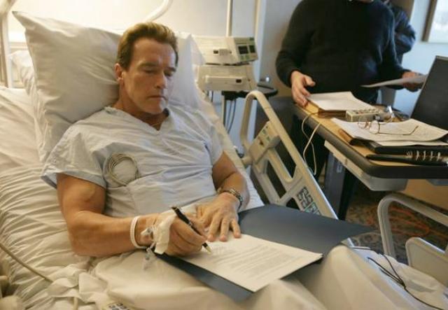 23 декабря 2006 года он сломал бедро, катаясь на лыжах в Солнечной долине, штат Айдахо и вновь перенес 90-минутную операцию.