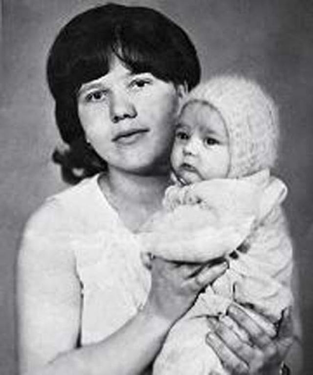Юра Шатунов. Будущий голос конца 80-х стал сиротой при живых родителях.