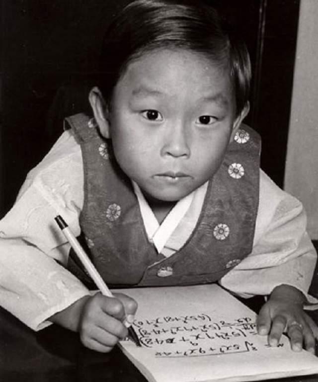Кореец Ким Унг Йонг появился на свет в 1962 году, но до сих пор его имя находится в книге рекордов Гиннеса графе самого умного из ныне живущих: его IQ составляет 210 пунктов.