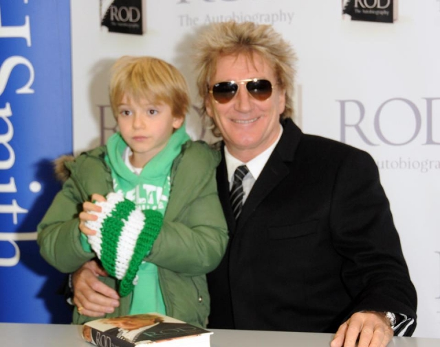 Род Стюард. Британский певец воспитывает 8 детей, при этом младший ребенок появился на свет, когда ему было 66 лет.