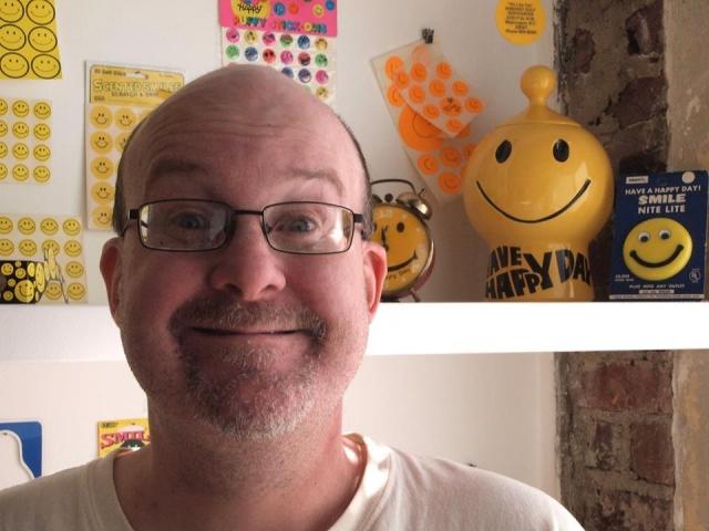 Брайан Льюис Сондерс из Вашингтона стал широко известен благодаря тому, что нарисовал уже 8 тысяч автопортретов. Последние двадцать с лишним лет он пишет их ежедневно.