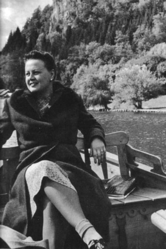 Татьяна Окуневская. Известную советскую актрису на европейские гастроли отправили в 1946 году, где она повстречала лидера Югославии Иосипа Броз Тито, с которым ей приписывают бурный и драматичный роман.