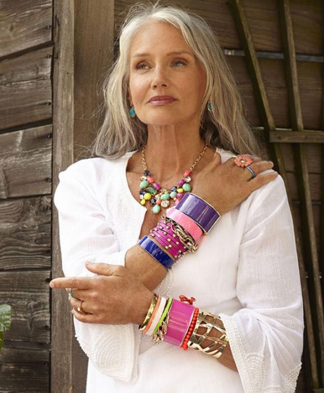 Синди Джозеф. 66-летняя Синди далеко не новичок в модном бизнесе, но сначала много лет она проработала визажистом. Моделью же она стала, как сама любит шутить, только после того, как поседела.