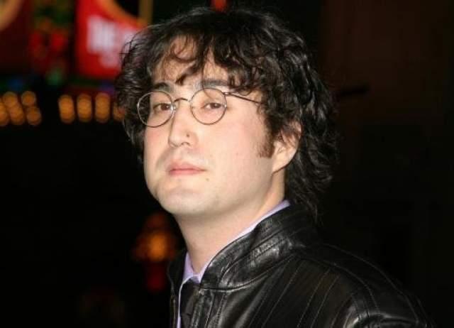 Шок также певец, композитор, музыкант и актер, только американский.