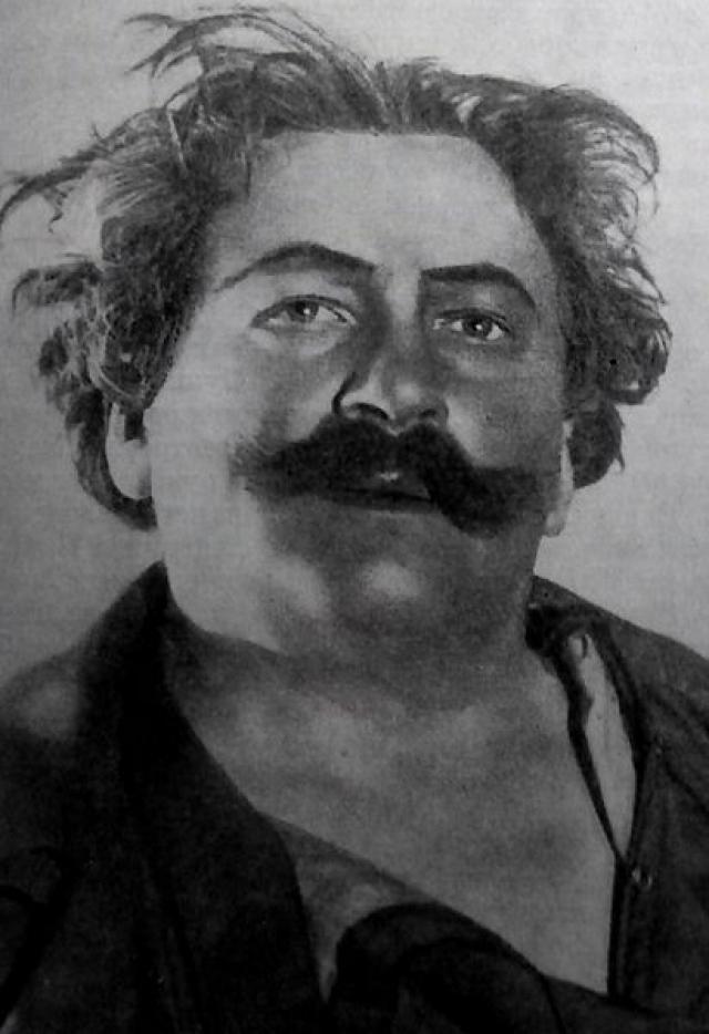 Говорят, что Юрьев считался любимчиком вышеупомянутого наркома Николая Ежова и даже самого Иосифа Сталина, получив звание Народного артиста СССР и Сталинскую премию первой степени.