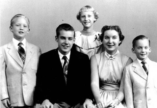 Родители Дональда Трампа. Отец президента США Фред Крист Трамп работал строителем, а его мать, Мэри Энн Маклауд в 1930 году в возрасте 18 лет уехала на праздники из Шотландии в Нью-Йорк, где познакомилась с будущим мужем и осталась. Свадьба состоялась в 1936 году.