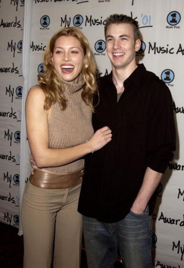 Крис Эванс. В середине 2000-х молодого актера пыталась увести под венец Джессика Бил, но после трех лет отношений сдалась.