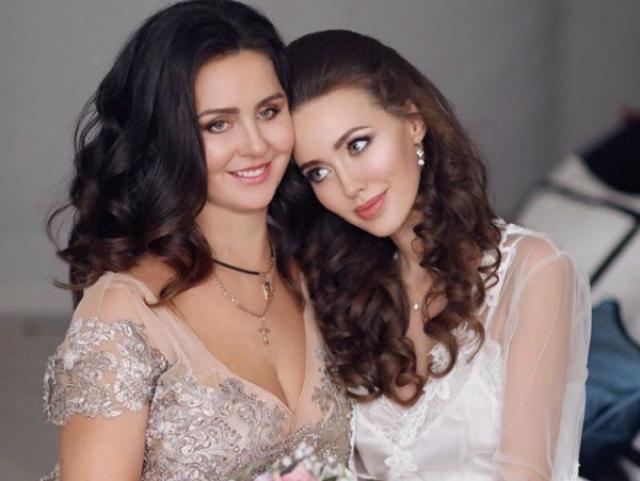 Виктория Щербакова, 43 года. Мама модели и новой супруги футболиста Дмитрия Тарасова Анастасии лишь недавно показала свое лицо публике - когда Костенко выложила фото со свадьбы.