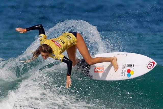 80. Алана Бланшард. Профессиональный серфер с Гавайев очаровала пользователей спортивными формами.