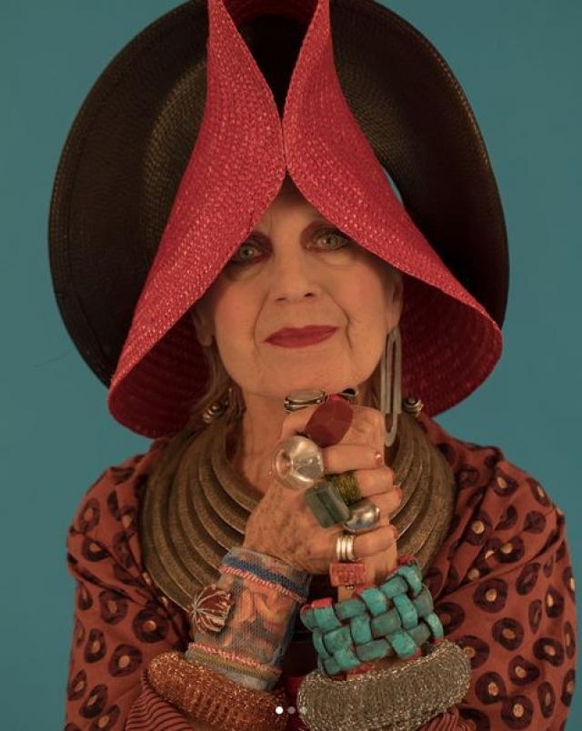 Дебра Рапопорт. Бабушка из Нью-Йорка еще одна Инстаграм-модница, чьими образами восхищаются и молодые подписчики.