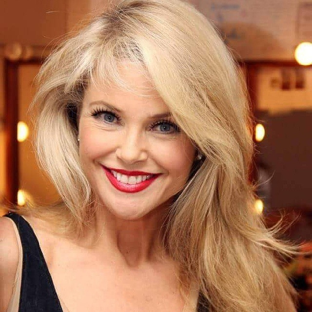 Кристи Бринкли. Кристи начала работать моделью в 1973 году. Сейчас Кристи 62 года, и она вообще не знает, что такое стареть! Это, пожалуй, единственный пример, когда женщина в 60 действительно выглядит на 30.
