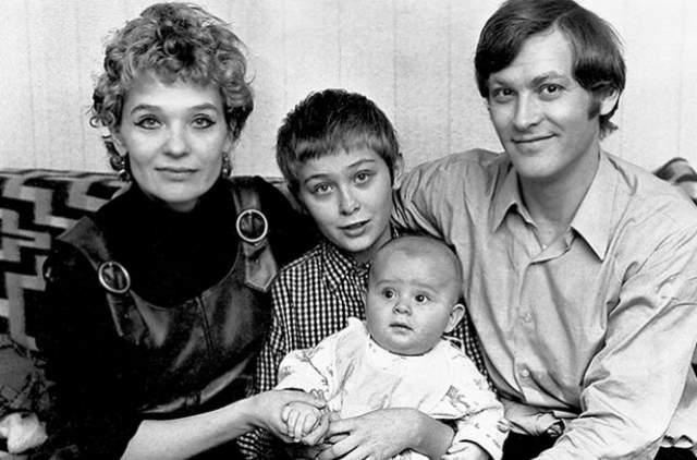 Светлана Светличная и Владимир Ивашов с детьми.