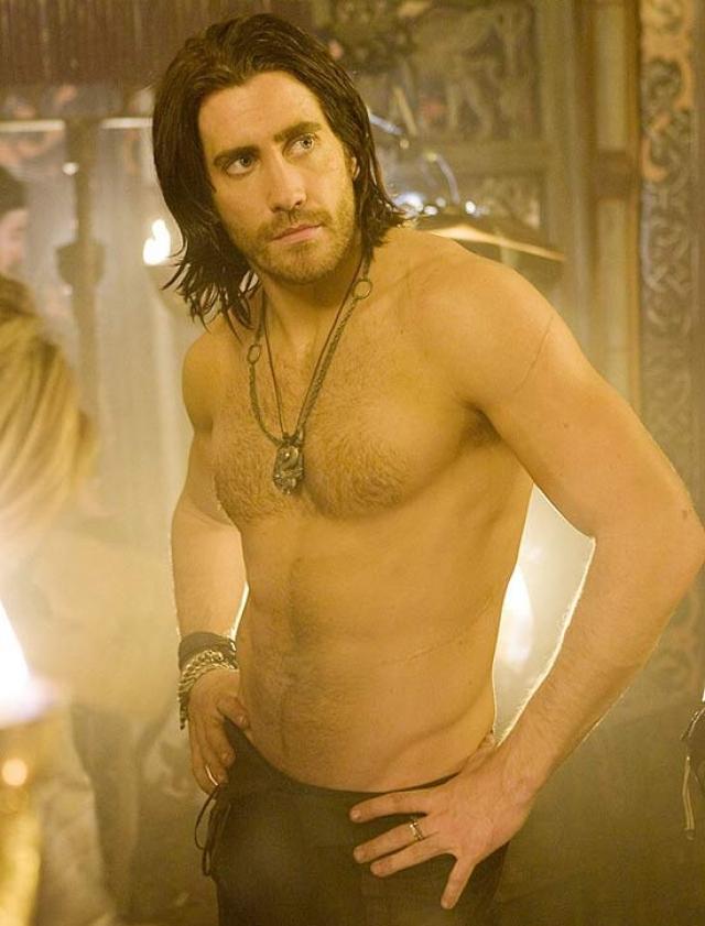 А вот после того, как для некоторых ролей Джейку пришлось сбросить вес м накачаться, он превратился в настоящий секс-символ.
