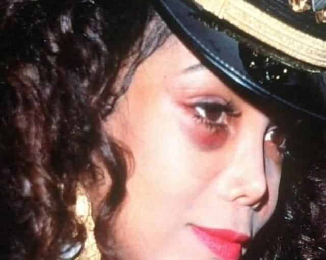 Позже певица заявила, что не хотела вступать в этот брак. Десять лет Джек Гордон буквально владел ее жизнью, управляя ей хитростью и прямым насилием.