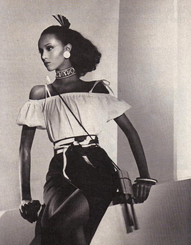 Иман начинала как топ-модель в Сомали и со временем перебралась в США. Эта красавица также известна благодаря своему браку с Дэвидом Боуи.