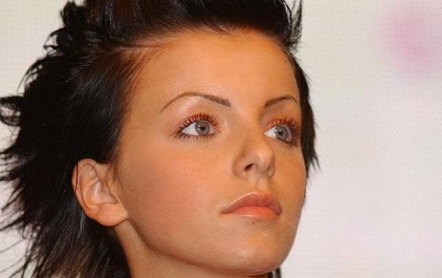 Юлия Волкова. Певица решила удивить гостей и поклонников, появившись на своем 27-летии в новом образе.