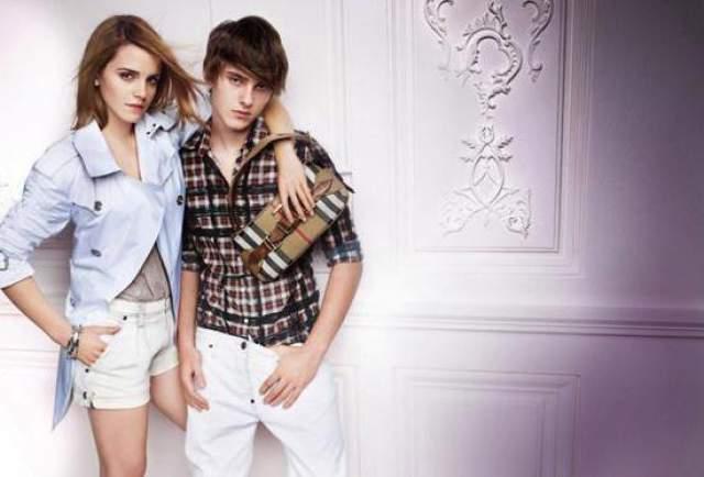 В 2010 году Алекс получил предложение о сотрудничестве с домом моды Burberry.