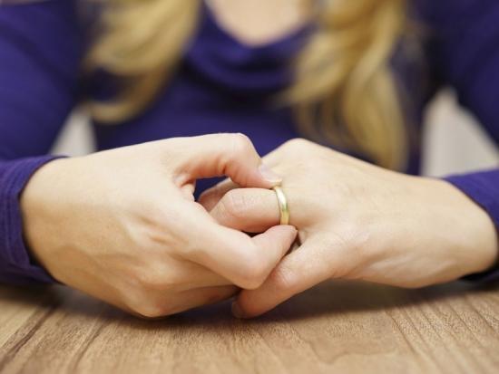покинули как отпустить жену при разводе стирание