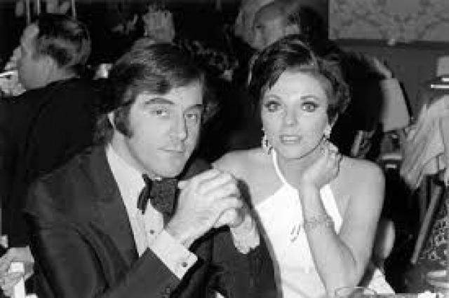 """Вторым мужем Джоан был композитор Энтони Ньюли . Брак длился с 1963 по 1971 гг. Позже Джоан заявила: """"Ньюли считал, что неверность - образ жизни и необходимость."""""""