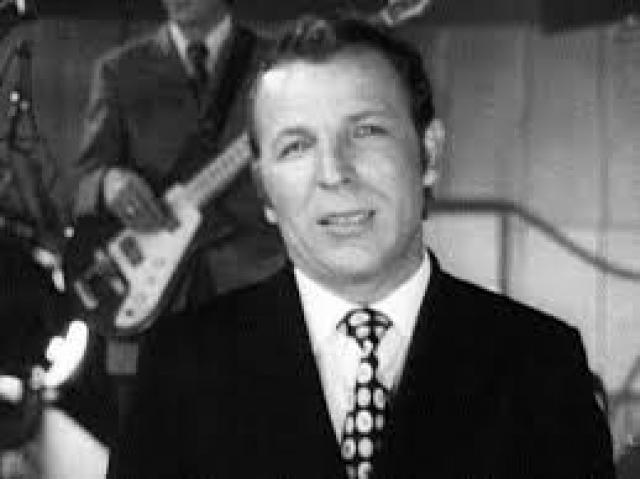 """Владимир Макаров. В 1966 году певец становится лауреатом I Всесоюзного конкурса артистов эстрады в Москве, что становится толчком его популярности. Его главным хитом была """"Последняя электричка"""", также он исполнял """"Травы, травы"""", """"Дрозды""""."""