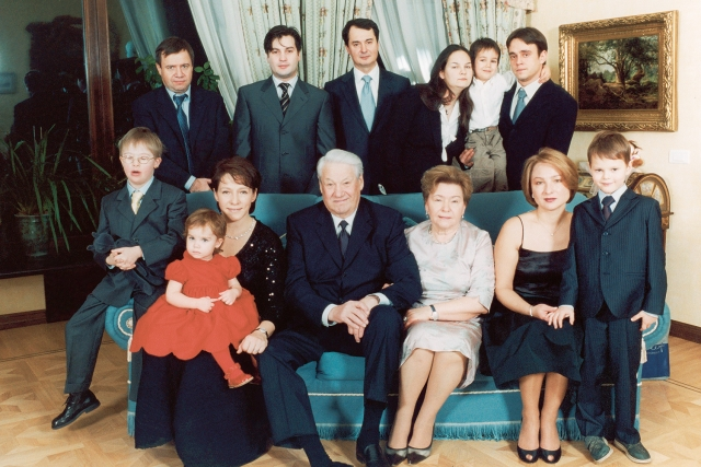 У Наины и Бориса было две дочери (Елена Окулова и Татьяна Юмашева), семеро внуков, а также четверо правнуков.