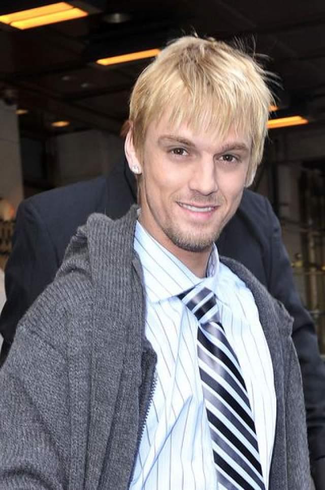 """Снова бывший участник американского шоу """"Танцы со звездами"""" явился в частную реабилитационную клинику в Южной Калифорнии в январе 2011 года."""
