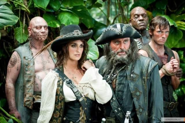 """В фильме """"Пираты Карибского моря: На странных берегах"""" сестры все-таки сыграли вместе. Точнее, по очереди: Моника подменяла беременную Пенелопу в некоторых сценах."""