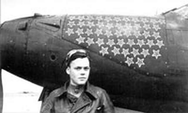 21 июня 1941 года военная врачебная комиссия выписала ему запрет на полеты: у юноши обнаружился дальтонизм. Но командование штаба не прочло заключение комиссии, и Речкалов сел за штурвал.
