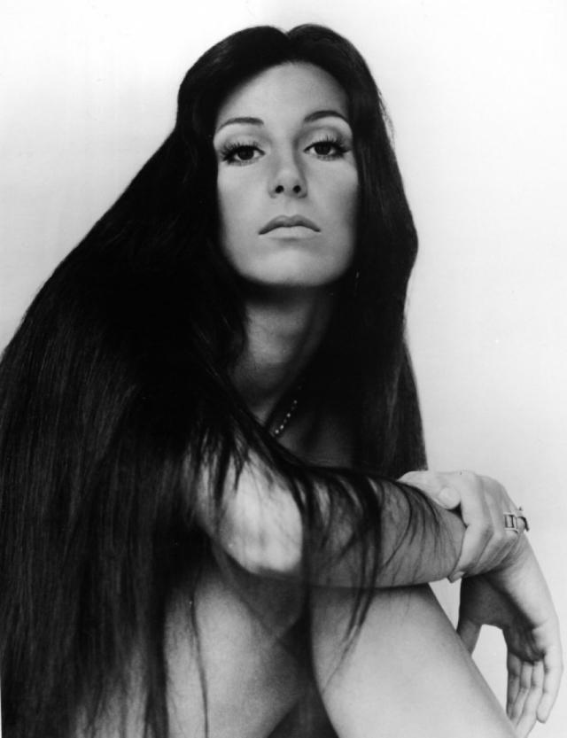 Шер. Актриса и певица выглядела нестандартно, но всегда блестяще, по мнению многих, однако сама была постоянно недовольна внешностью.