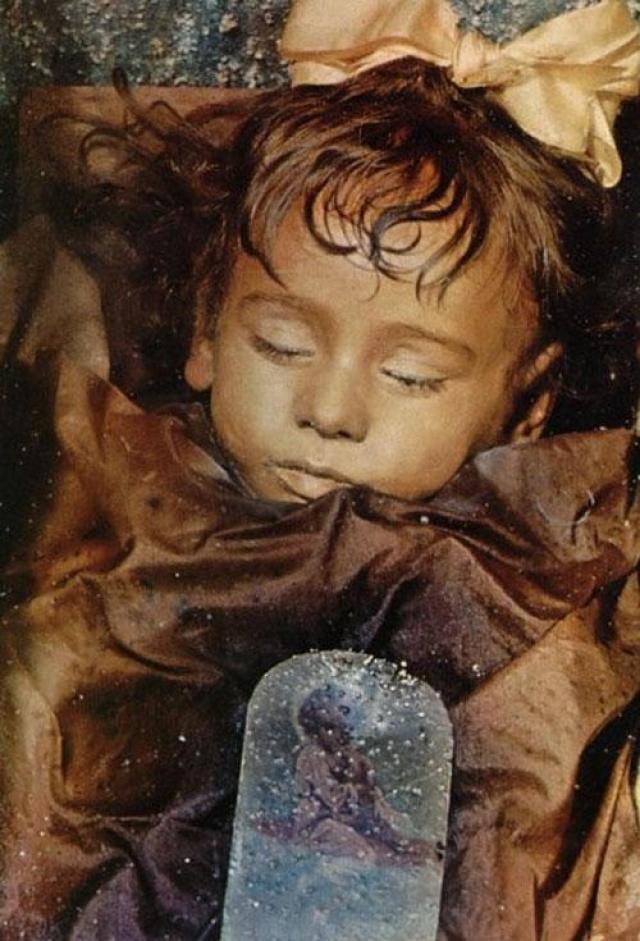 """Тело Розалии сохранилось удивительно. Местные жители даже прозвали ее """"спящая красавица""""."""
