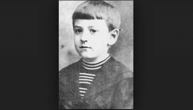 Говард Филлипс Лавкрафт. Будущий основоположник всей мистической литературы начал читать в два года, а в шесть писал стихотворения, достойные внимания взрослых.